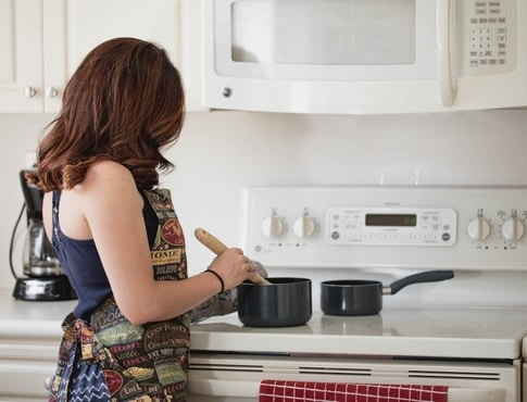 How to Clean a Glass Stovetop to Get Your Deposit Back ...