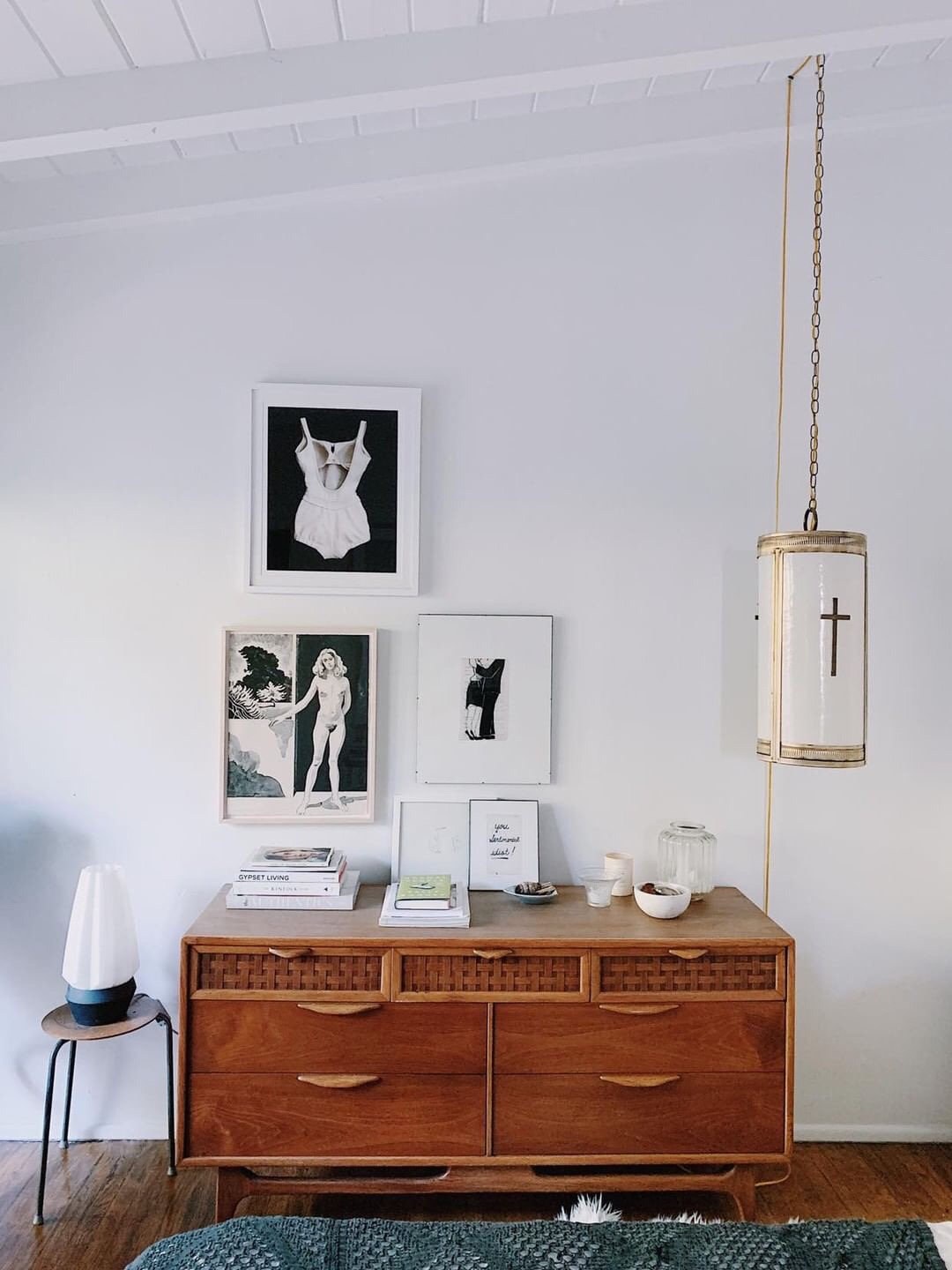 Idea to Steal: A Mini Gallery Wall on apartment 34